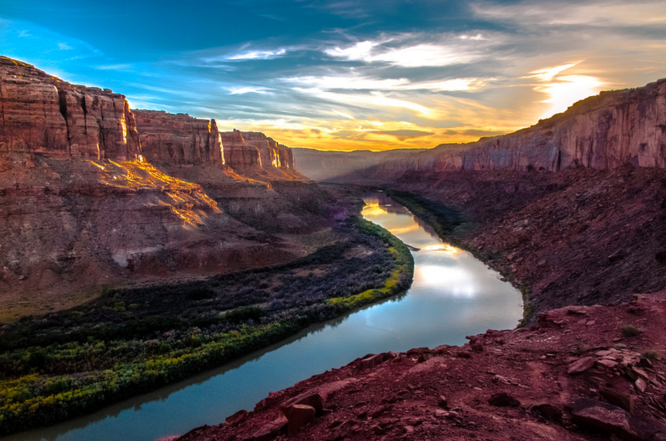 A photographer's site featuring Labyrinth Canyon    (Robert M. Fergeson)