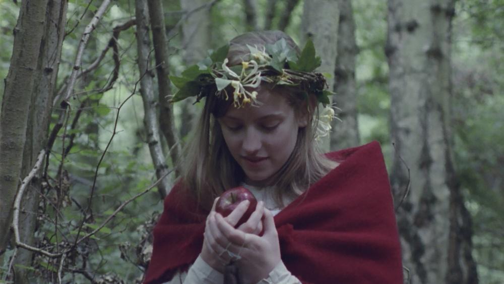 Lizzie with apple.jpg