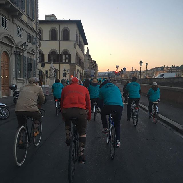 while they're racing today, I'm sharing a #tbt to these two pals, kitted up for an intense L'Eroica ride while actually ambling along the Arno #albabicicittà #sunrisebikeride #leroica #training