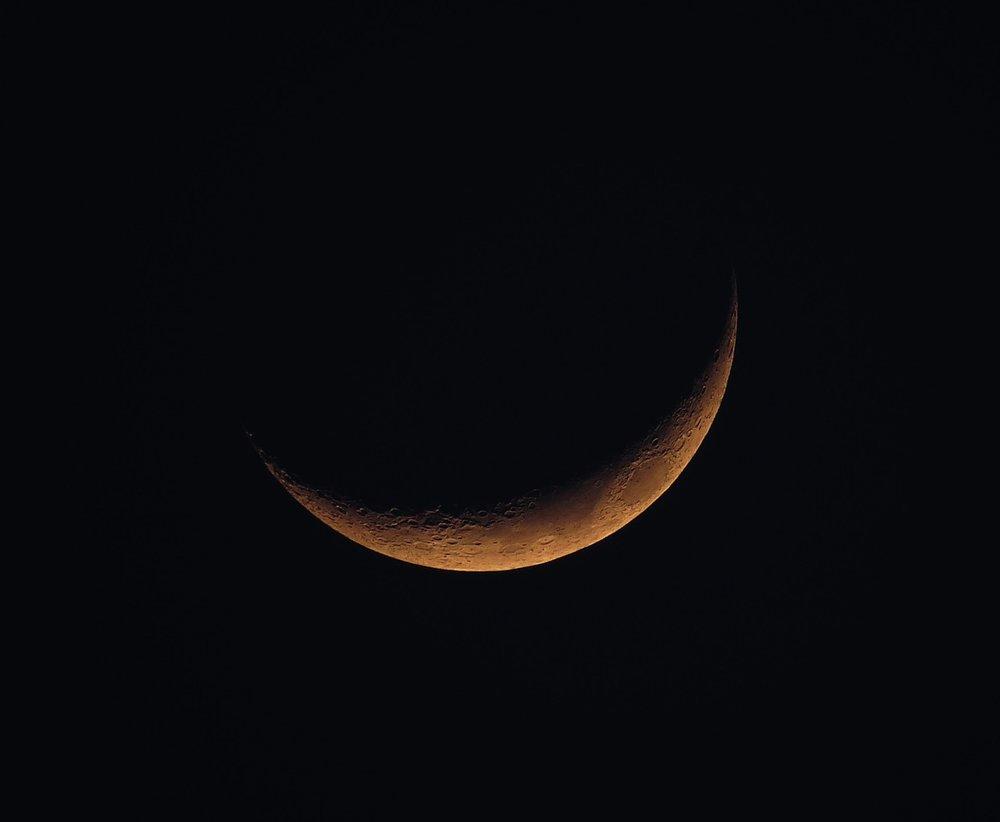 new-moon-1146006_1280.jpg