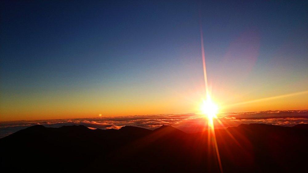 sunrise-2379270_1920 (1).jpg