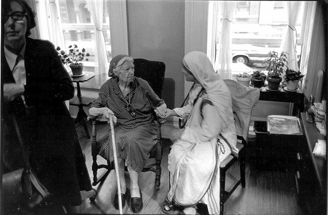 Dorothy's last meeting with Mother Teresa. This occurred in Dorothy's room at Maryhouse in Manhattan. Eileen Egan is on the left. The photo was taken in 1979, the year before Dorothy's death, by Bill Barrett. (Marquette University Archives) Photo Credit to Jim Forest through a Creative Commons license.