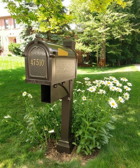 Whitehall Mailbox bronze.jpg