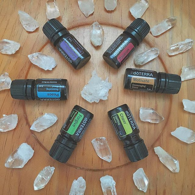 We love the emotional aromatherapy oil kit! Emotions can be scary territory for some folks and it is easy to get stuck in a mood state with no idea how to shift the energy. dōTERRA makes it simple - just pick the blend that you want to embody and open the bottle & take a sniff. It's that easy to shift your brain state. When you use essential oils with intention you can start to interrupt neural pathways that are connected to the stories you create around your feelings. Using an affirmative statement with the oil starts to shift your brain chemistry. Over time, you begin to create new thought patterns as deeply wired beliefs change. #essentialplantwisdom #emotionalhealth #neuroplasticity #holistichealth #crystals #affirmations #dōTERRA #clearquartz #essentialoils #aromatherapy #passion #motivate #cheer #forgive #peace #console #feelings #selflove #selfcare #letitflow #wellness #naturalsolutions #natureismyteacher #ahealerineveryhome #empoweredhealth #moods #consciousness
