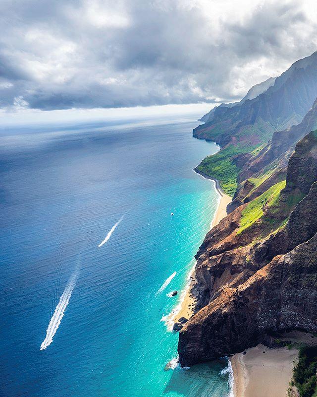 Soaring high above the Na Pali Coast 🚁