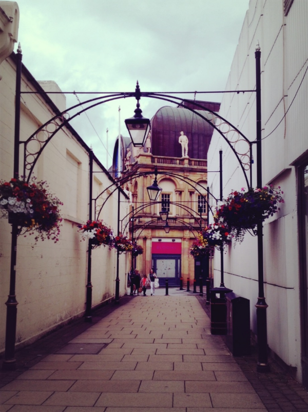Image by  Kelly Chang , street view of Harrogate
