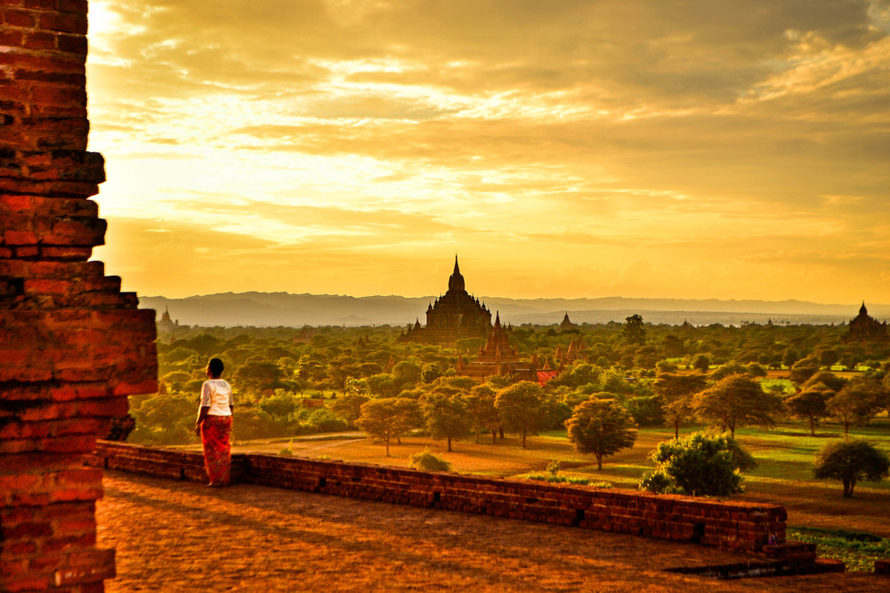 Sunset amongst the temples of Bagan