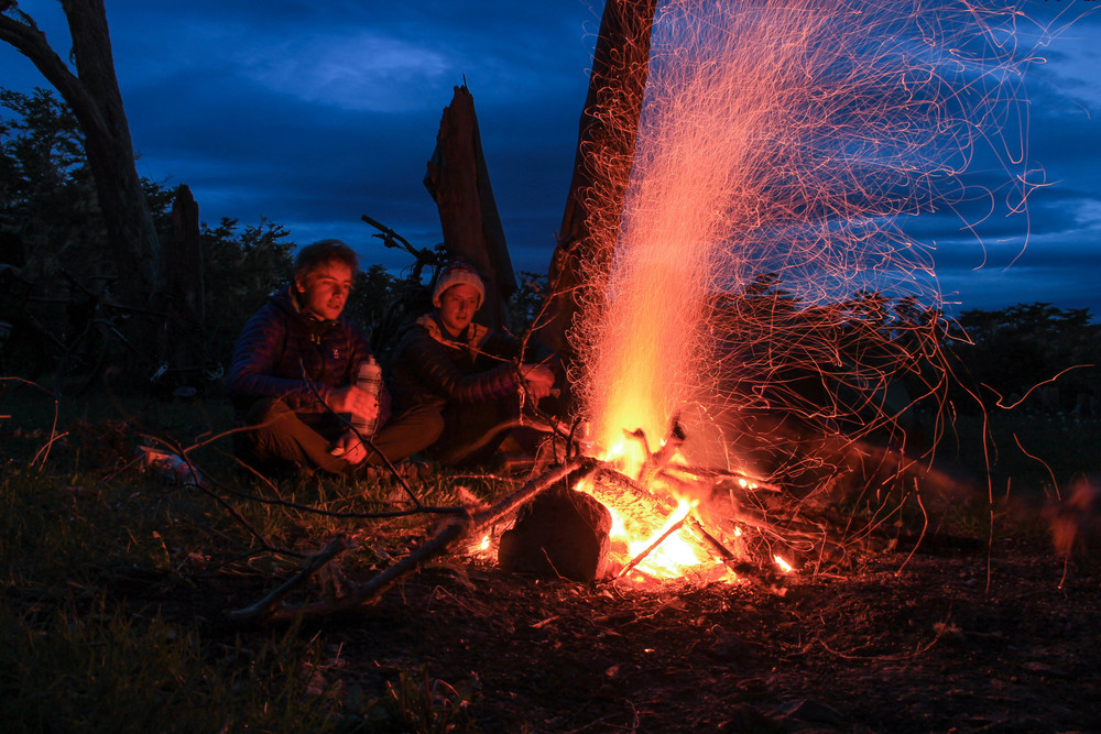 LATE EVENING CAMPFIRE AND CHEAP RUM (PHOTO: ROBBIE COATES