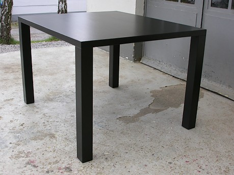 Quadratische Variante in der Ausführung Black metallic