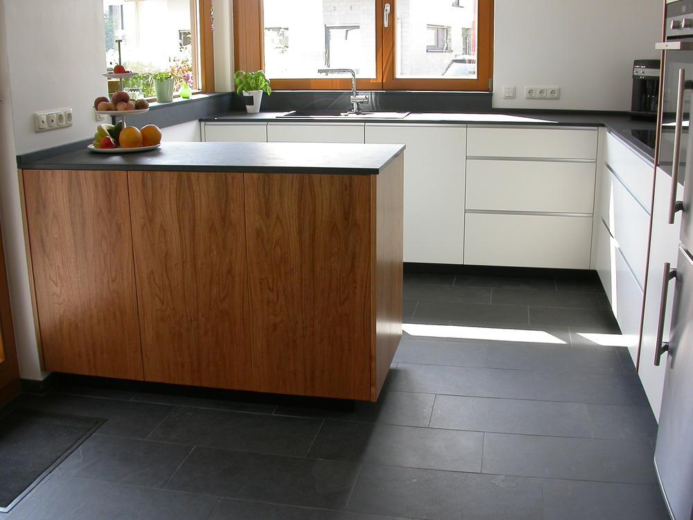 Ansicht der L Zeile mit Küchenblock.