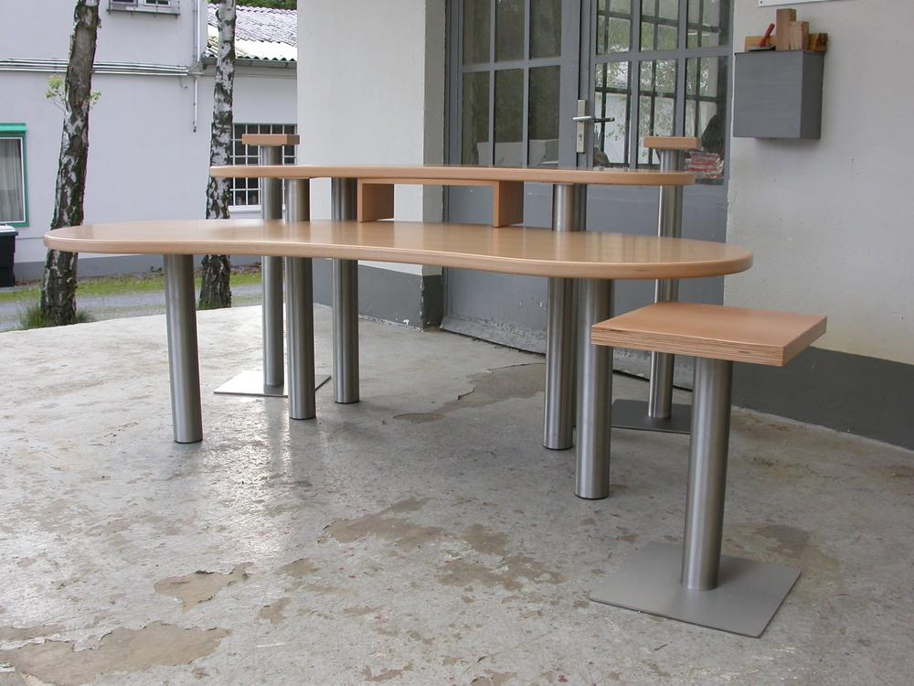 Studiotisch bean mit Stativen und kleinem Mischpulttisch, Buchenmultiplex und Edelstahl.