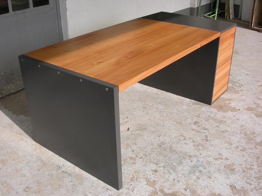 Schraubverbindung, Tisch ist komplett demontierbar.