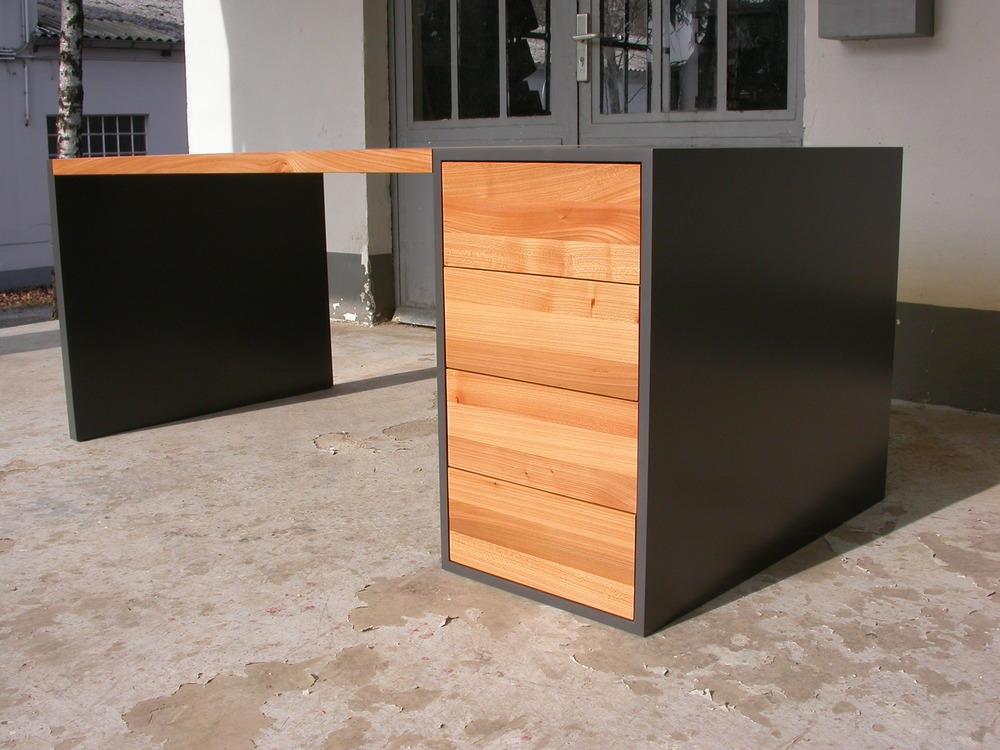 Schubladencontainer bietet viel Platz für Papier und Utensilien.