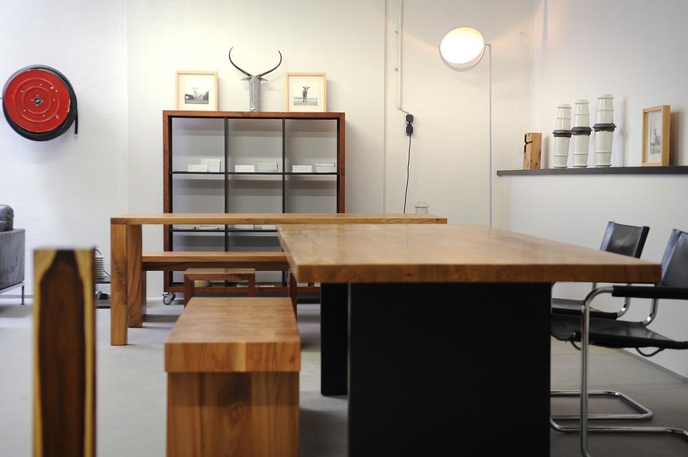 Bank Ulimi und Tisch Modo aus unserer Ausstellung Aachen Brand