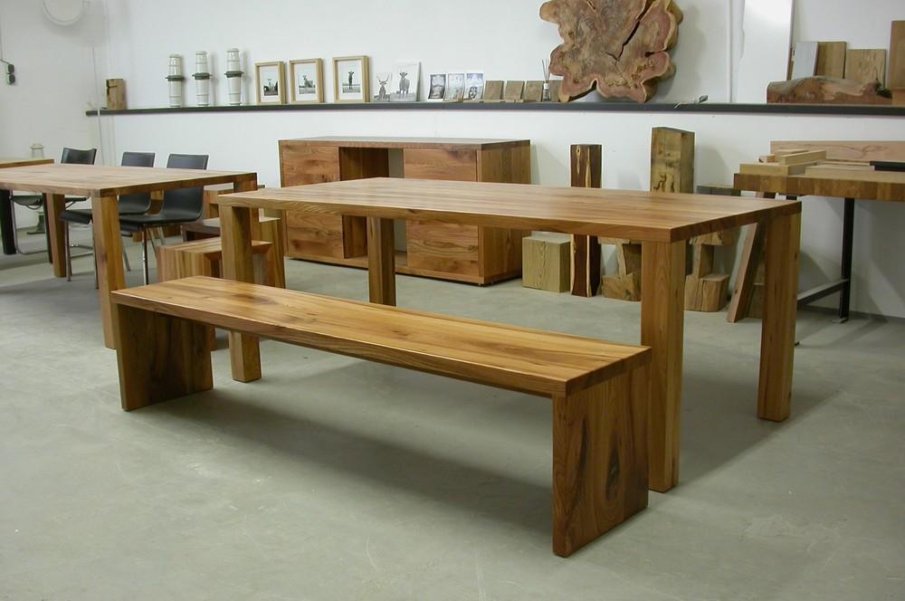 Bank Josef und Tisch Modo aus unserer Ausstellung in Aachen Brand