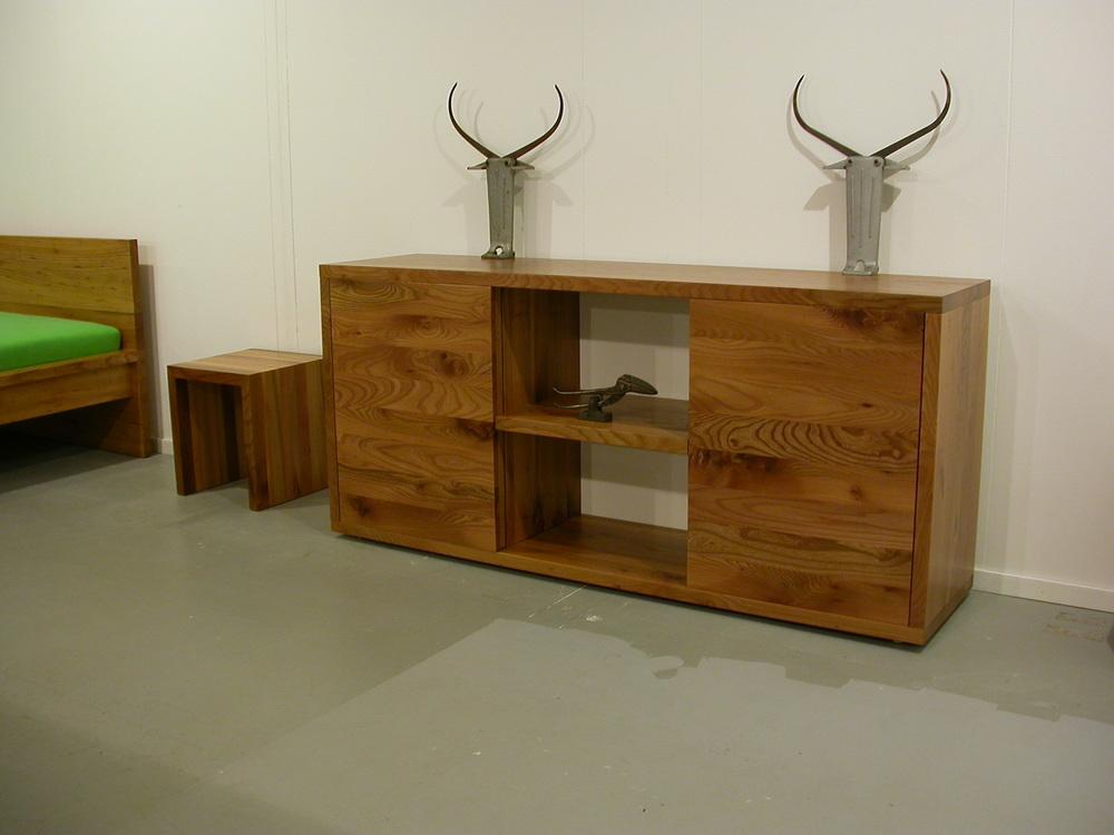 Sideboard Dean, Hocker Mary, Bett Cortina und Figuren auf der Ausstellung inspire city Heerlen.