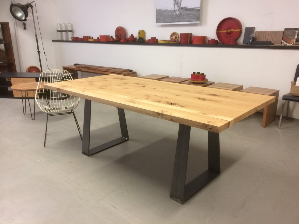 Kufentisch SID Asteiche und Stahl 2000 x 930 mm 1650 Euro inklusiv 19 % Umsatzsteuer ab Werkstatt. Dieser SID ist verkauft.