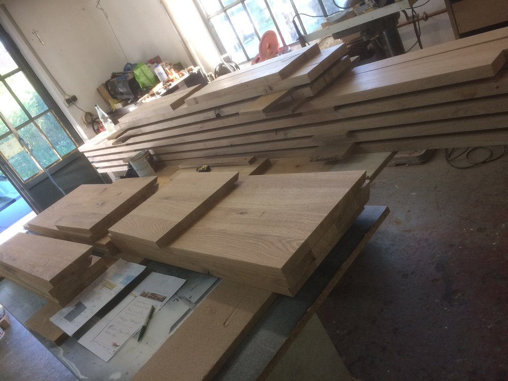 Fertig geschnittene Küchenfronten und Bücherregal Teile aus Asteiche.