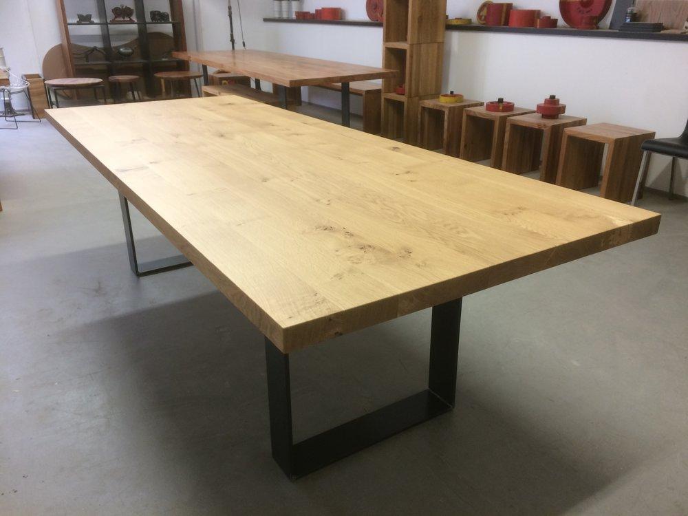 Kufentisch Oscar aus Asteiche und Stahl