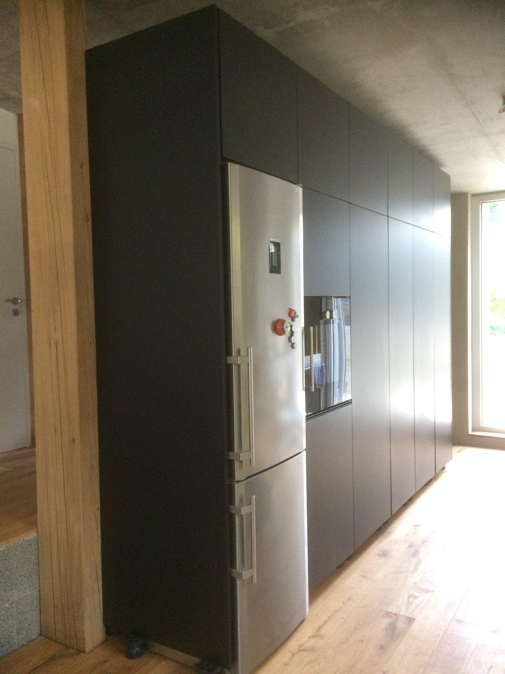 Küchenschrank aus Valchromat