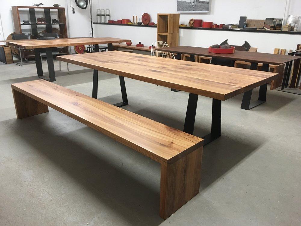 Kufentisch SID 260 x 100 cm aus Stahl lackiert und 5 cm Rüster geölt 2200 Euro und Bank Joseph 260 x 40 x 45 cm aus 5 cm. Rüster geölt 900 Euro inklusiv 19 % Umsatzsteuer und Lieferung innerhalb Aachen und Umgebung.
