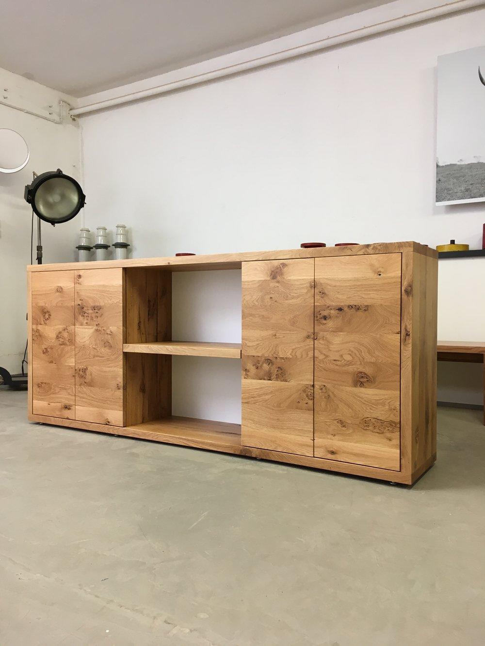 Dean aus Asteiche in 220 x 40 x 90 cm Preis 2700 Euro ab Werkstatt.