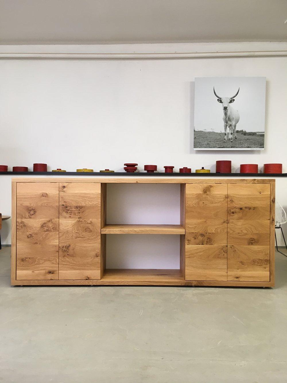 Dean das Sideboard aus Asteiche 220 x 40 x 90 cm 2700 Euro inklusive 19 % Mehrwertsteuer, ab Werkstatt.