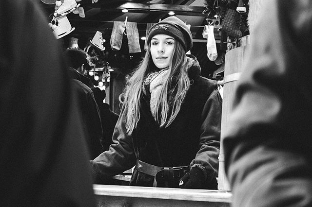 Weihnachtsmarkt/X-MAS Market. #streetstyle #streetphoto ##streetphotography #streetphoto_bw #bnw #blackandwhite #streetlife