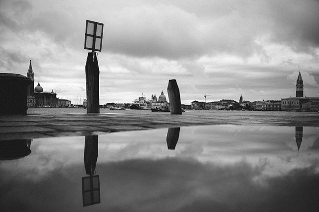 Good morning from Venice. Happy weekend to everyone! #streetstyle #streetphotography #blackandwhitephotography #reflection #venice #bnw