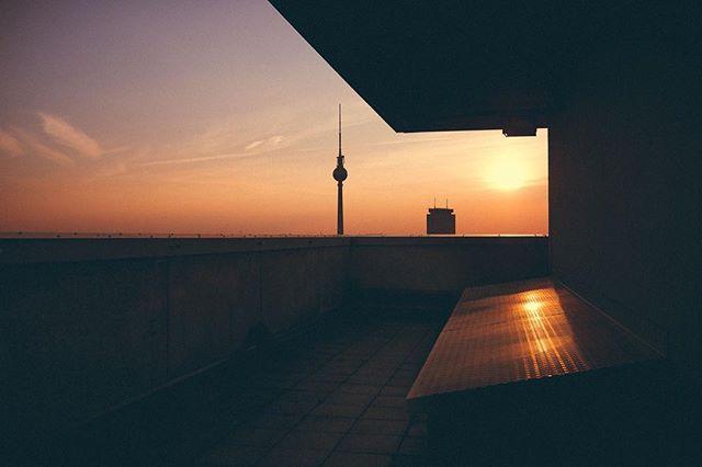 Good Morning Berlin. #streetphotography #berlin #sunset #streetstyle #mitte #himmelüberberlin