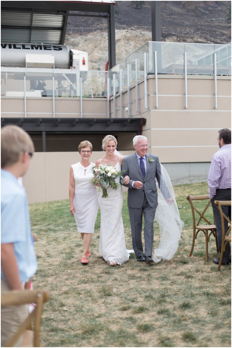 bride walk down isle winery wedding_1485.jpg