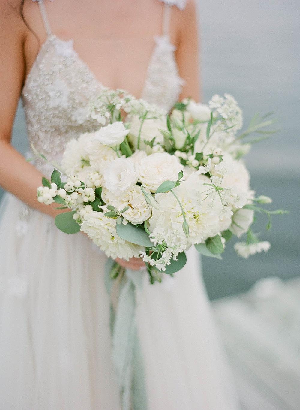 white bouquet kelowna florist.jpg