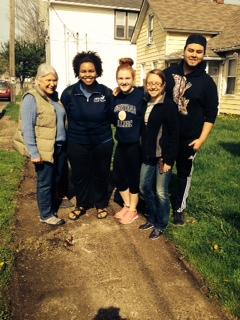 Volunteers_Augie Students & Stella.JPG