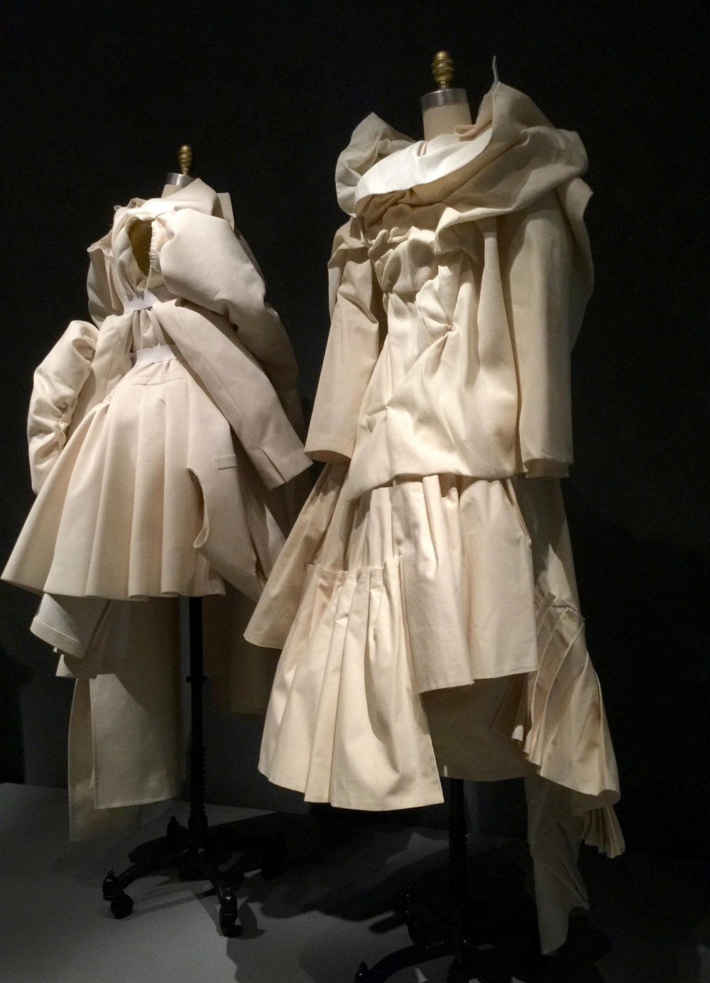 (l) COMME DES GARCONS, Rei Kawakubo ENSEMBLE, Spring/Summer 2013, pret-a-porter  Dress:  machine-sewn ivory cotton twill and canvas with white elastic and hand-gathered and hand-sewn attachments; skirt:  machine-sewn hand-pleated ivory twill (r) VIKTOR & ROLF ENSEMBLE, Spring/Summer 1998, haute couture  Machine and hand-sewn white cotton calico with hand-sewn folds and pleated attachments.