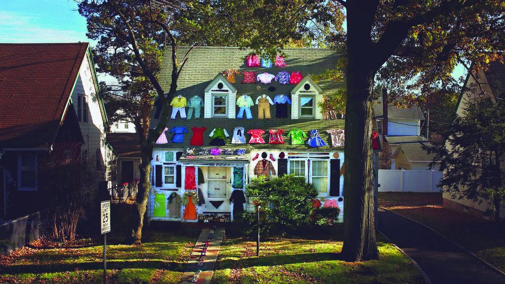 306hollywood_01_clothes_on_house.jpg
