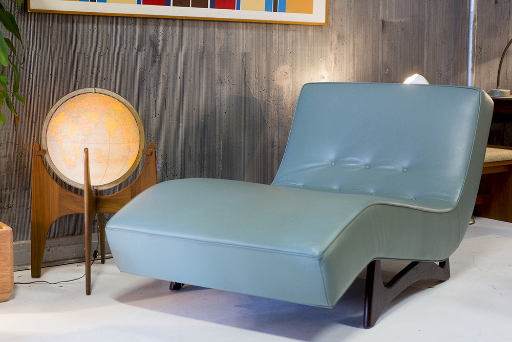 globechaise.jpg