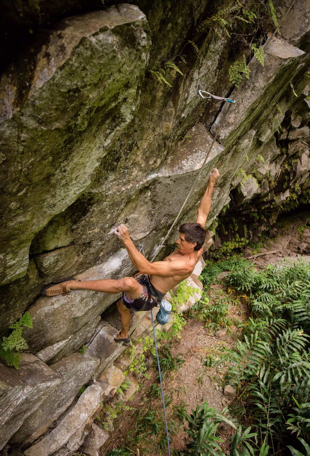 Jeff sussing out the beta on Makawao Pig Hunt (5.13d). PC: Drew