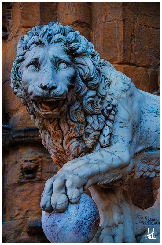 Palazzo Pitti lion in Florence.jpg