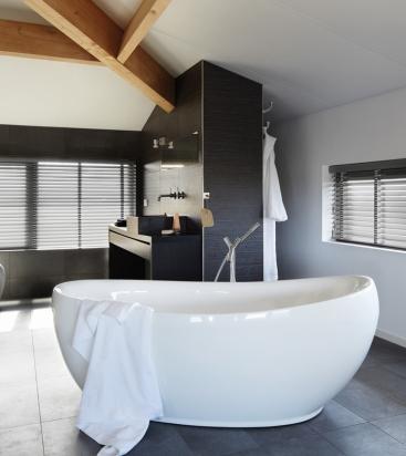 CroppedImage367412-Luxaflex-Woodmate-Blind_Bath.jpg