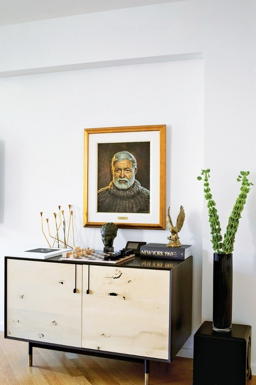 Portraits-as-Decor-Ernest-Hemingway-Remodelista.jpg