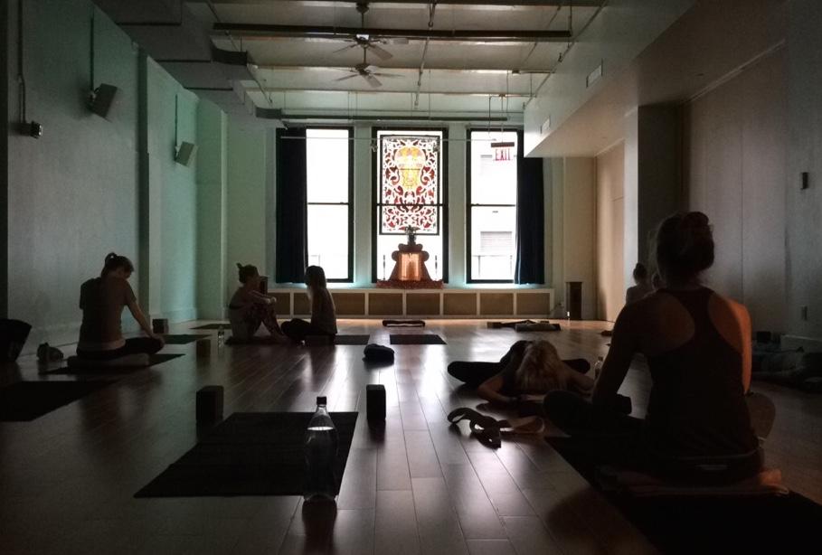 Jivamukti_Yoga_Classroom_NYC