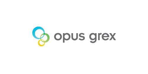 OPUS GREX : مع أن هذا الشعار يستخدم التدرجات و ألوان إلا أنه لو أزلنا هذه التأثيرات فإن الشعار لا يزال يملك شكلا قوياً.