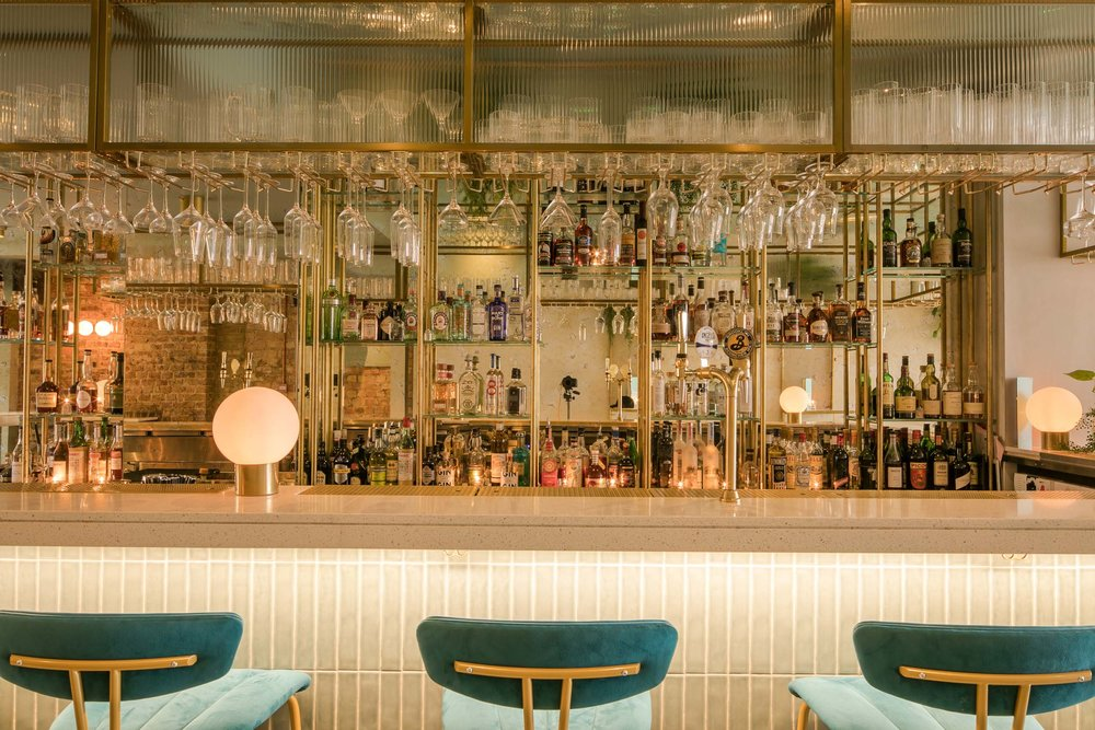 heads-tails-bar-interior-kinnersley-kent-design-shelving