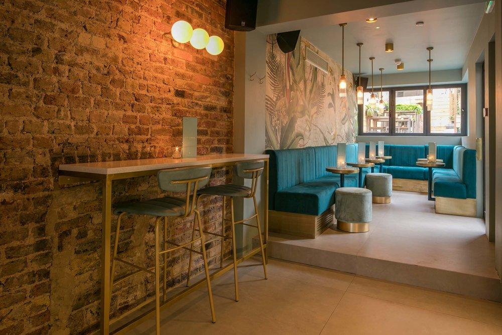 heads-tails-bar-interior-kinnersley-kent-design-banquette.jpg