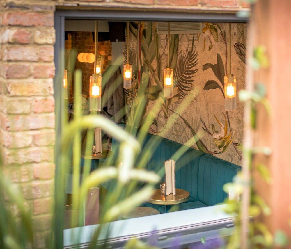 heads-tails-bar-interior-kinnersley-kent-design-planters-cropped.jpg