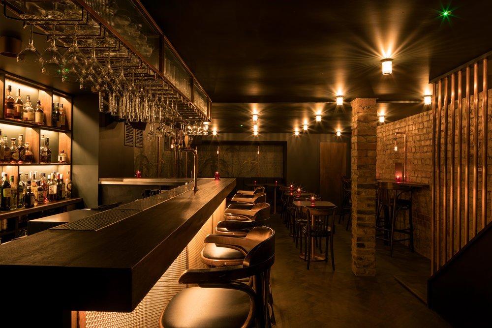 heads-tails-bar-interior-kinnersley-kent-design-luxe-dive-bar
