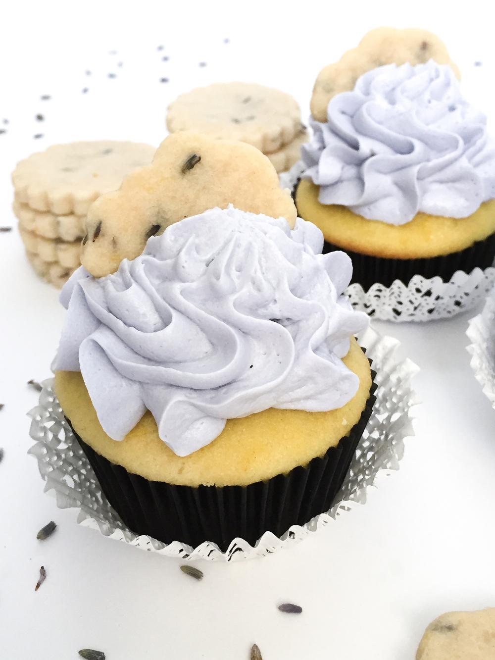 Lemon lavender cupcakes with fresh lemon curd