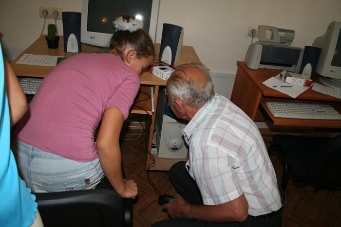 2006 Nikolaev Orphanage Visit Computer Class_01.jpg
