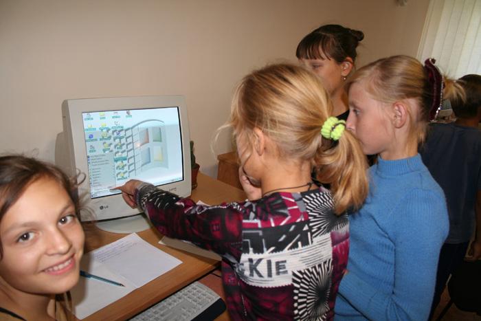 2006 Nikolaev Orphanage Visit Computer Class_04.jpg