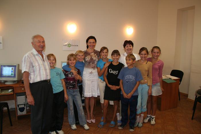 2006 Nikolaev Orphanage Visit Computer Class_08.jpg